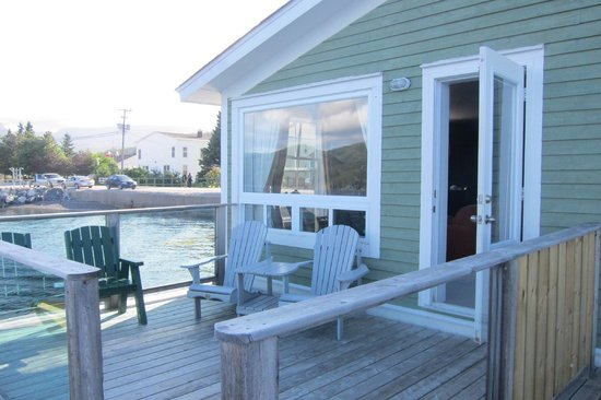 Seaside Suites Gros Morne Newfoundland: Front of unit from the deck