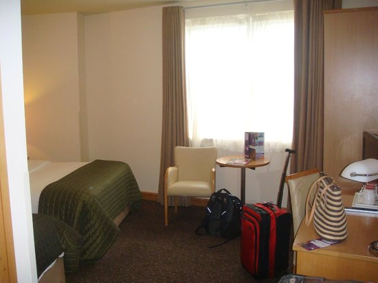 Harbour Hotel Galway: triple - room a little snug for three people, but otherwise comfortable