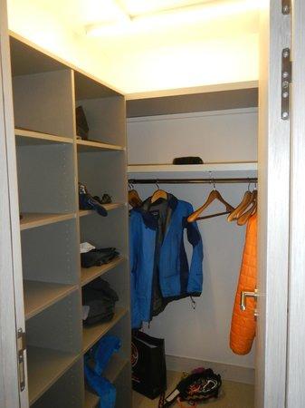 Hotel Richemond: walk-in closet in the fancy room