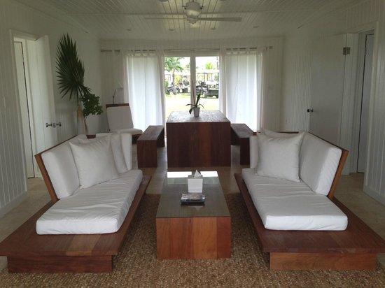 The Cove Eleuthera: The living room in the villa
