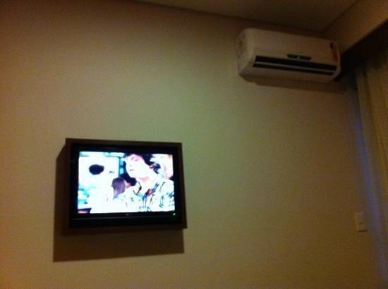 Mercure Curitiba Golden: TV LCD e Ar Split
