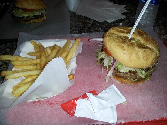 Casola's Pizzeria & Sub Shop: Cheeseburger and fries