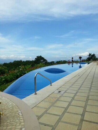 Xandari Resort & Spa : piscine a debordement
