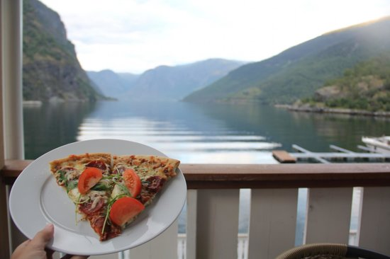 Flam Marina and Appartement Cafe: Dinner on our balcony