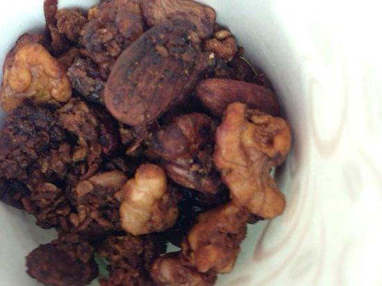 Topside Inn: Amazing homemade toasted granola!!