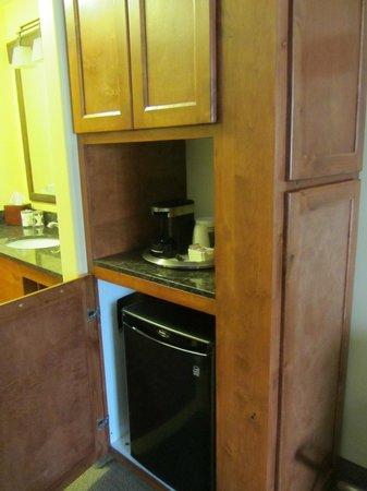 The Cody Hotel: Fridge & microwave