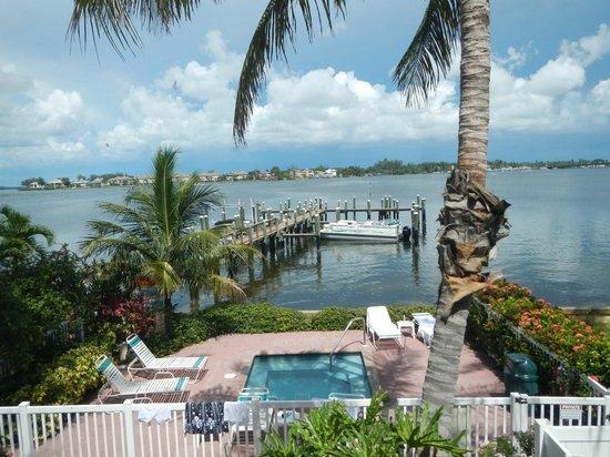 Tortuga Beach Resort: View of Hot tub unit 256