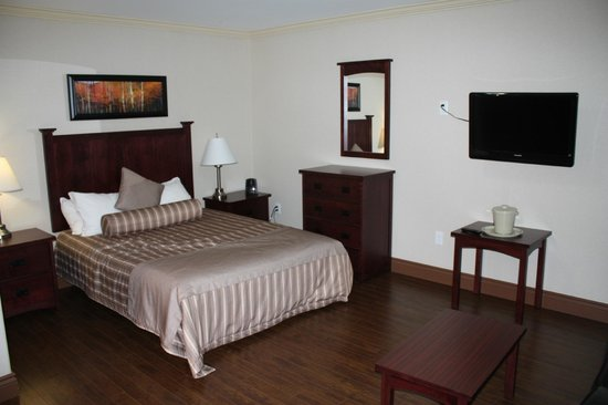 Braxton Suites: Single Suite Bedroom area
