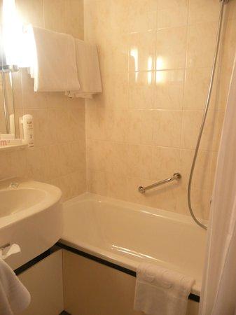 Mercure Budapest Buda: Good bathroom