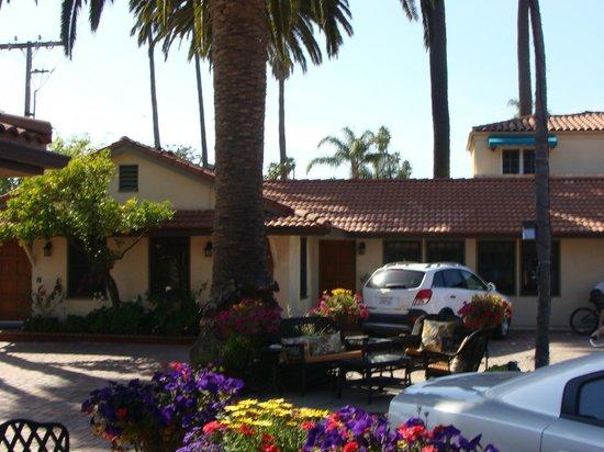 Harbor House Inn: Pátio de estacionamento