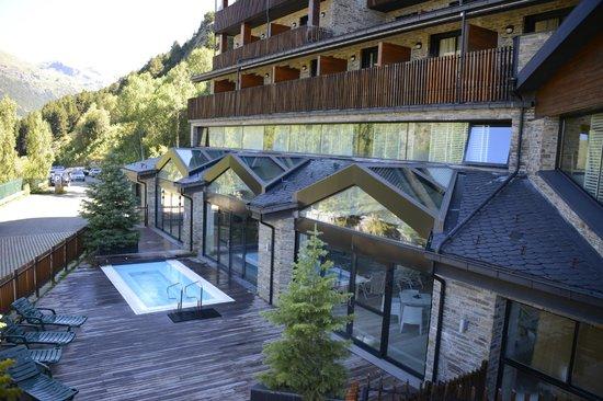 Hotel Piolets Park & Spa: Piscine-jacuzi extérieur chauffée