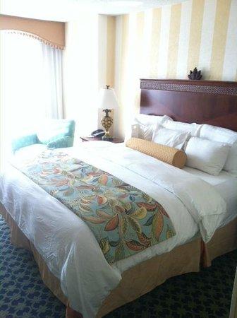 Charleston Marriott: King bed room
