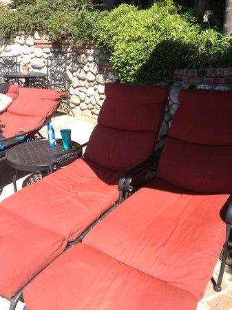 Casa Laguna Hotel & Spa: Lounge Chairs