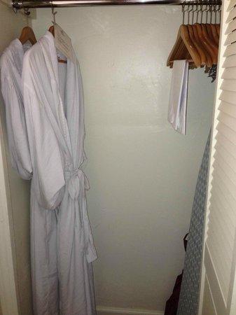 Casa Laguna Hotel & Spa: small closet with robes