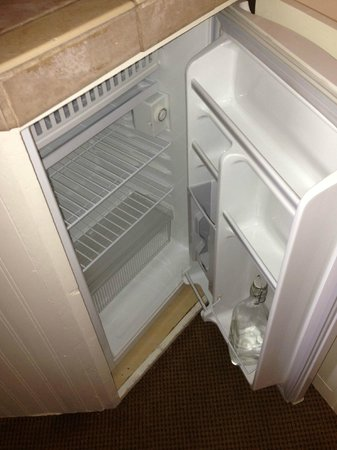 Casa Laguna Hotel & Spa: Small Refrigerator with Water