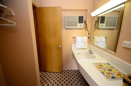 Diane Motel : Double Room Bathroom