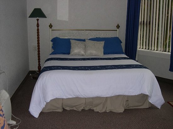 Golden Coast Bed & Breakfast: Queen Share Facility Room