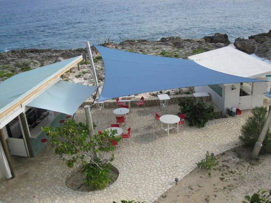 Idle Awhile - The Cliffs: Outdoor eating area next to the pool