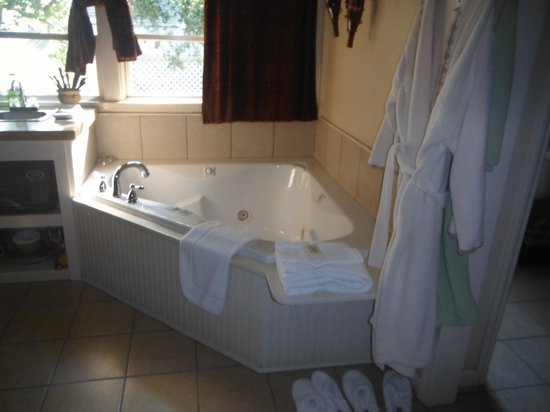 Davie School Inn: the ultimate relaxation spot. They also have a shower