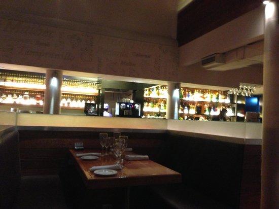 Las Chilcas Grill & Wine: Bar
