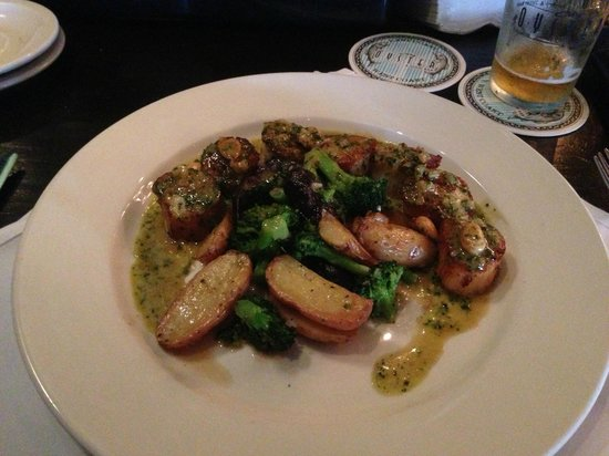 City Oyster : Scallops in Macadamia Nut Brown Butter Sauce - Yeah...