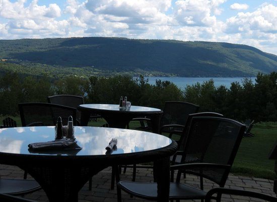 Bristol Harbour's Lodge Restaurant: Outdoor tables and chairs