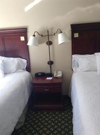 Hampton Inn & Suites Berkshires-Lenox: beds