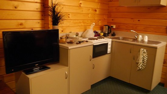 Fox Glacier Lodge: Kitchen area