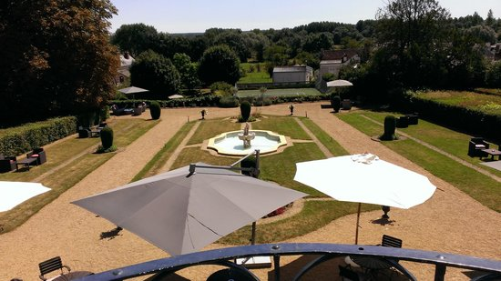 Chateau de Noizay: view of the quiet garden