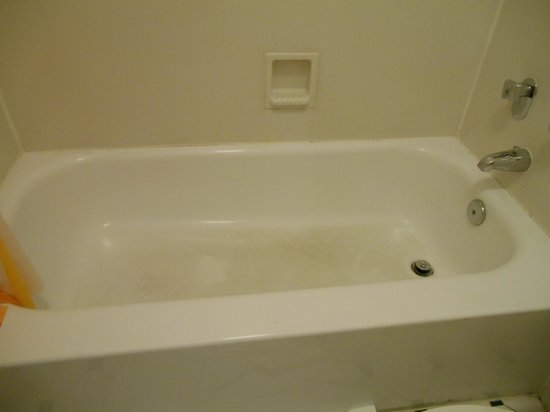 La Quinta Inn Stockton: Dirty Bathtub