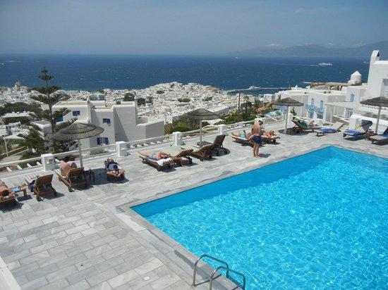 Alkyon Hotel: Bela vista para a cidade e para o mar.