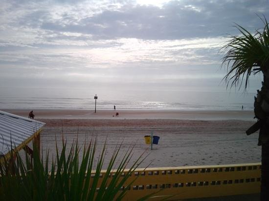 OceanFront Inn and Suites: a nice morning on the beach
