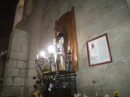 "Santiago de Chile. Iglesia de Santo Domingo, imagen de San Martín de Porres, ""Fray Escoba"", nave"