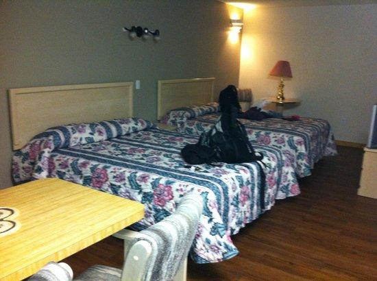 Golden Village Lodge: Beds