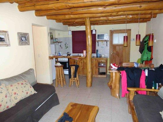Los Nires Lodge Cerro Catedral: Cocina y comedor del studio lodge