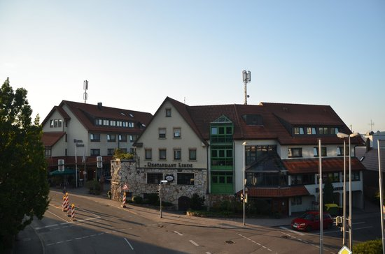 Hotel Restaurant Linde: View on hotel and restaurant