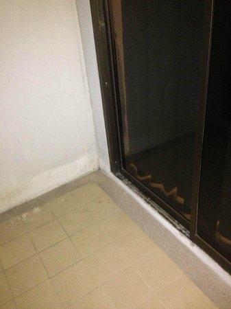 Tanawit Condotel: Filthy Balcony