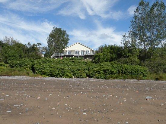 Weir Inn: Right on the beach!