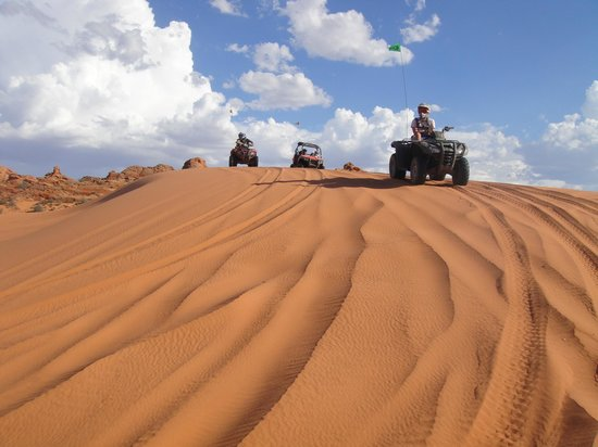 Southern Utah Adventure Center: Going over some fantastic dunes!