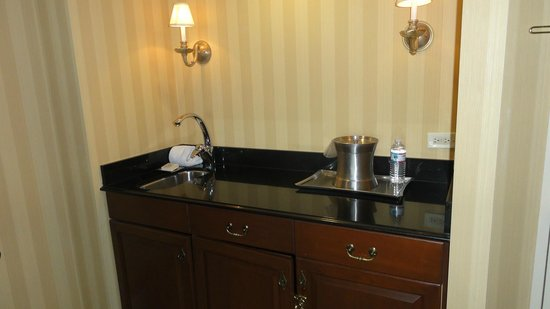New York Hilton Midtown: bar area, but no fridge, good for brushing teeth for person sleeping on sofa bed