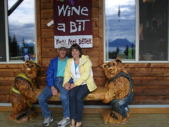 Bear Creek Winery: Fun, outside decor