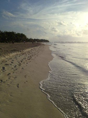 Mahekal Beach Resort: Mahekal beach looking north