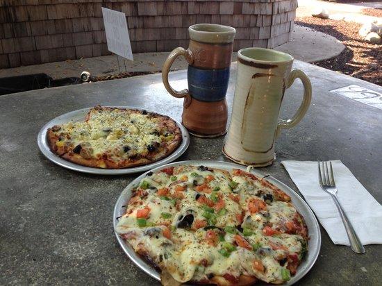 Dark Horse Brewing Co: Mug club and great pizza!