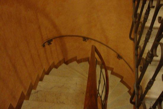 Residenza Al Saraceno: Use Caution on Stairway