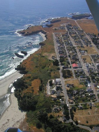 Blanchard House : Aerial view of Main Street in Mendocino along headlands