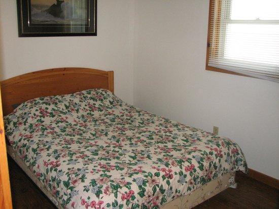 McCreary's Beach Resort: First bedroom
