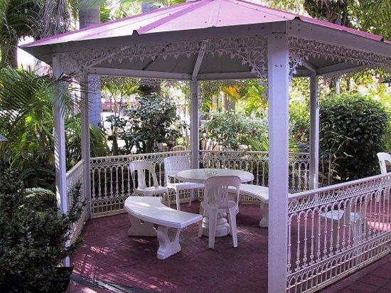 Monte Carlo Motor Inn: Relax under the Gazebo