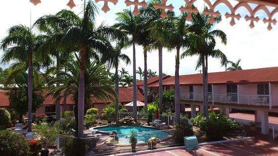 Monte Carlo Motor Inn: Pool Side