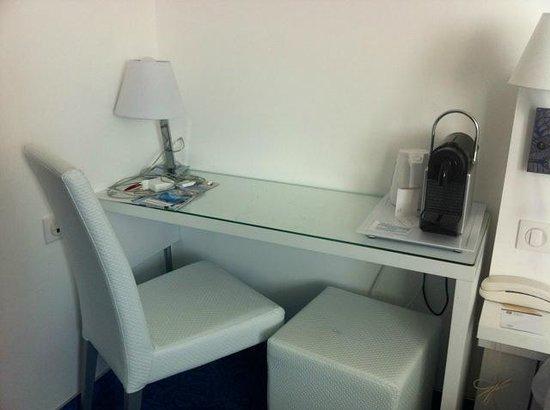 Privilege Hotel Eurociel Centre Comedie: Desk
