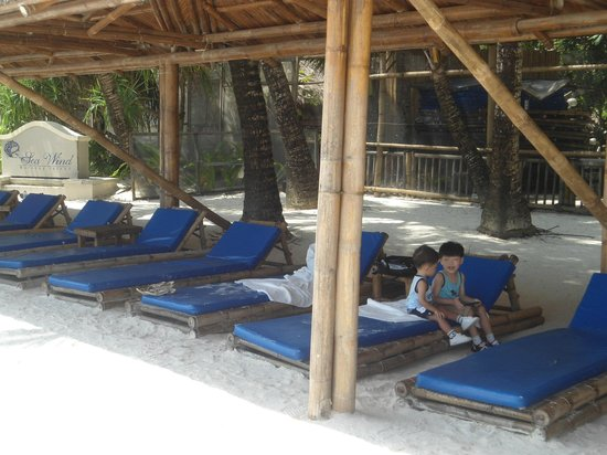 Sea Wind Boracay Island: beach bed